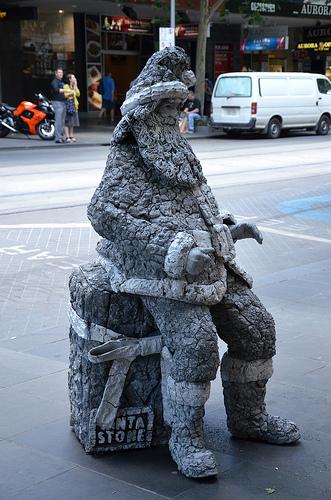 Santa Living Statue 01
