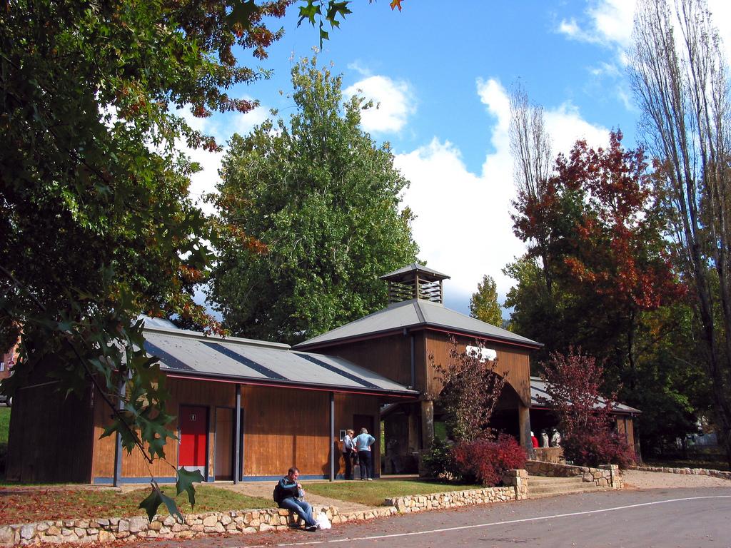 Howitt Park Shelter 02